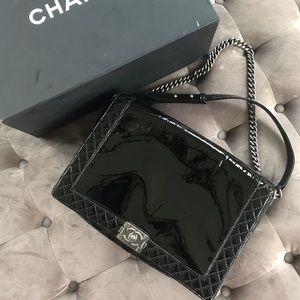 Chanel boy jumbo reverso bag in patent black